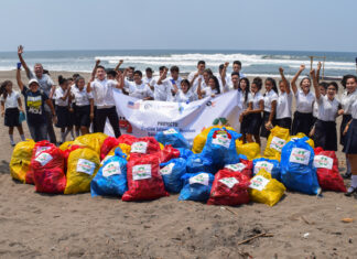 School children participate in a beach clean-up activity in the coastal city of Salado Barra, Honduras, 2019. Photo courtesy of CAFTA-DR Environment Cooperation Program