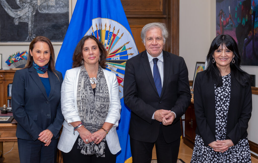Organization of American States Secretary General Luis Almagro (third from left) meets with, from left: Inter-American Commission on Human Rights Second Vice President Flávia Piovesan, President Antonia Urrejola Noguera, and First Vice President Julissa Mantilla Falcón, July 28. Photo by Juan Manuel Herrera